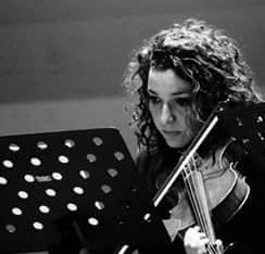 Violin or Viola music lessons in English